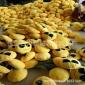 河北保定现货供应爆款厂家直销QQ表情抱枕emoji靠枕沙发垫毛绒玩具公仔价格